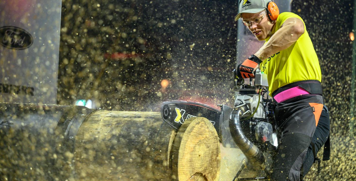 Ferry Svan var näst snabbast i den öronbedövande grenen Hot Saw och sågade igenom den 46 cm tjocka stocken på endast 7,31 sekunder.